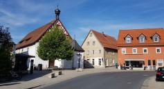 Hollfeld_Spital: Spital mit Spielplatz von Südost