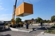Schönwald: Der knallorange Jugendtreff ergänzt die Freianlagen des 2. Bauabschnitts.
