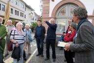 Lorsch: Beteiligung 2, Rundgang Bürger zeigen Missstände auf